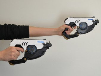 The Tracer Gun from the game Overwatch was greatly appreciated by Bethesda and became part of a collaboration between the game publisher and designer Simone Fontana